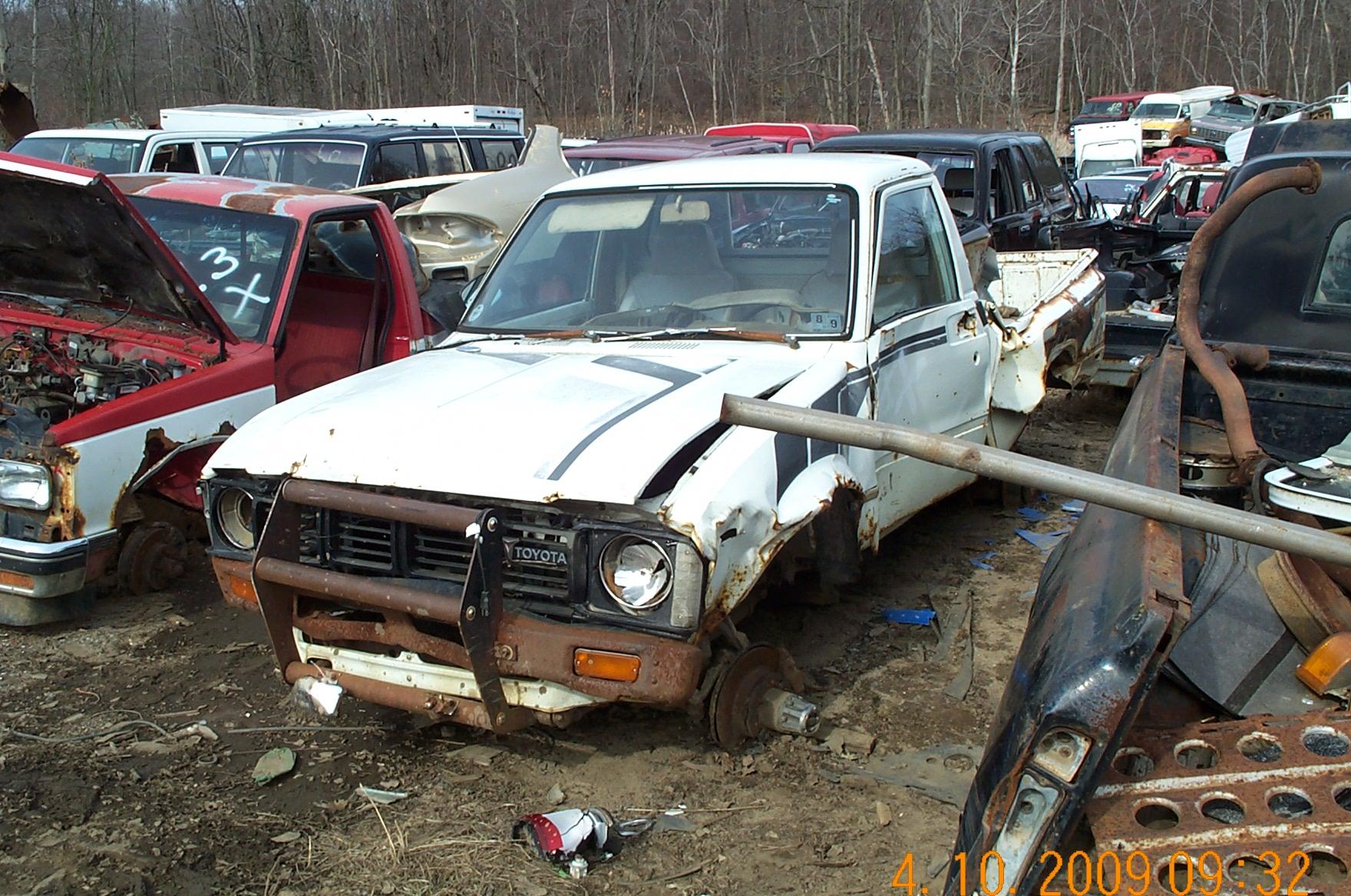 4×4»Toyota Trucks! » 1981 Toyota pickup truck junk